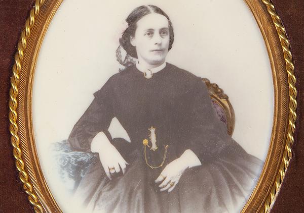 1865 photo of Caroline Scott Harrison