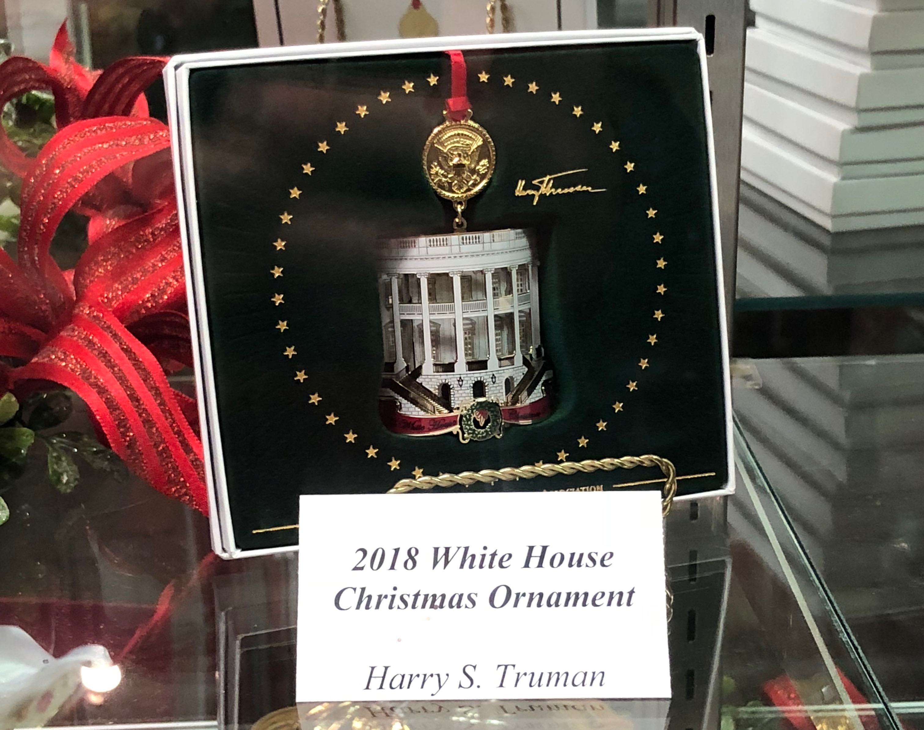 2018 White House Christmas ornament sold at Presidential Site